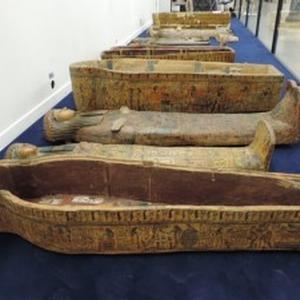 La porta dei sacerdoti, i sarcofagi di Deir el-Bahari
